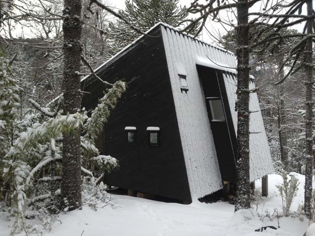 winter-cabin-accessed-elevated-walkway-8-entrance.jpg
