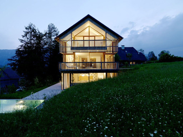 wood-and-glass-mountain-house-with-trio-of-terraces-13.jpg