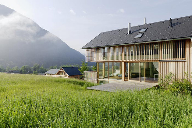 wood-and-glass-mountain-house-with-trio-of-terraces-3.jpg