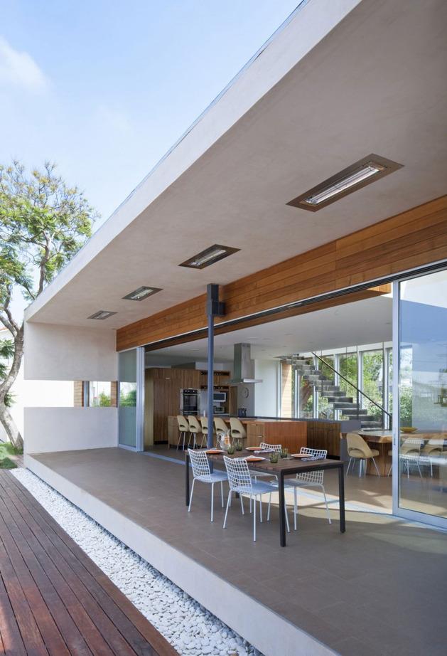 alfresco california home with rustic wood ceilings 1 thumb autox922 34189 Alfresco Home with Rustic Wood Interiors