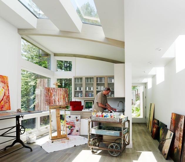 artist-studio-overlooks-guest-cabin-rooftop-garden-10-art-studio.jpg