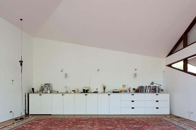 beach-house-expansion-triangular-roofline-5-storage.jpg