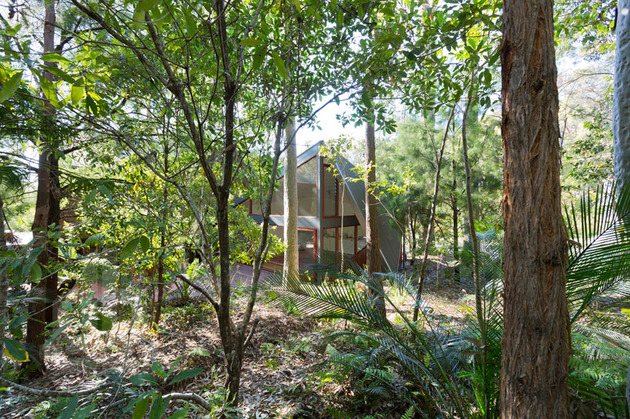 beach-house-expansion-triangular-roofline-9-addition.jpg