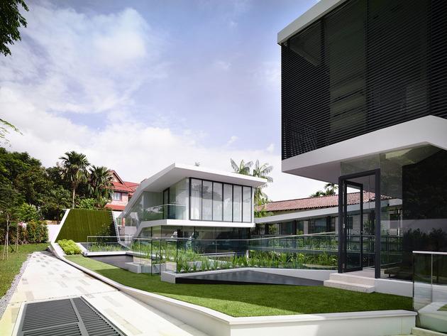 beautiful-house-courtyard-swimming-pool-5-garden.jpg