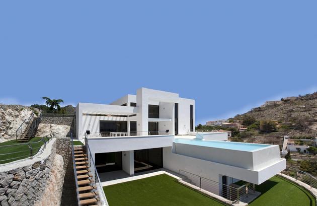 concrete home 2nd level pool 360 degree views 1 exterior thumb 630xauto 35744 Concrete Home with 2nd Level Pool and 360 degree Views