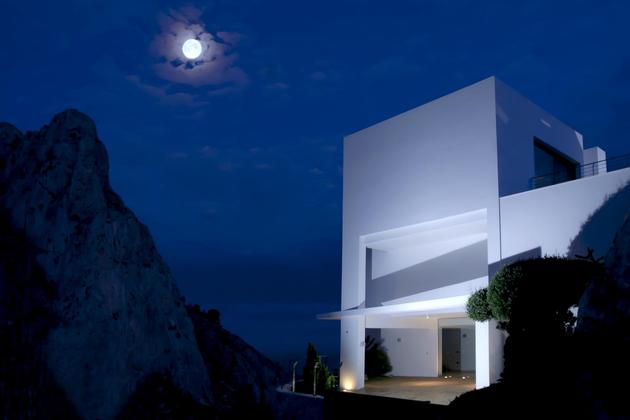 concrete-home-2nd-level-pool-360-degree-views-11-entry.jpg