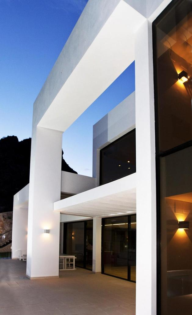 concrete-home-2nd-level-pool-360-degree-views-5-post-and-beam.jpg