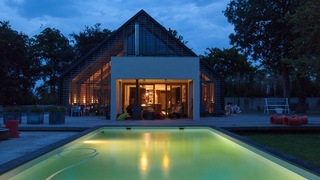contemporary-reinterpretation-classic-barn-holland-22-pool.jpg