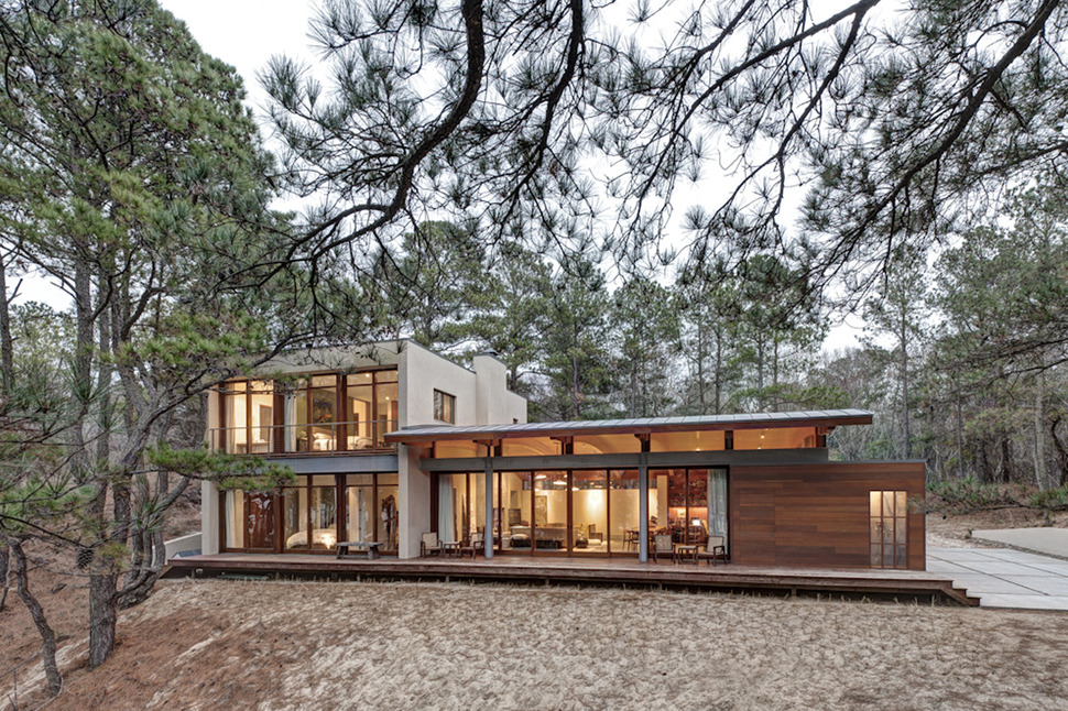 Contemporary forest house with curved metal roof for Holistic house