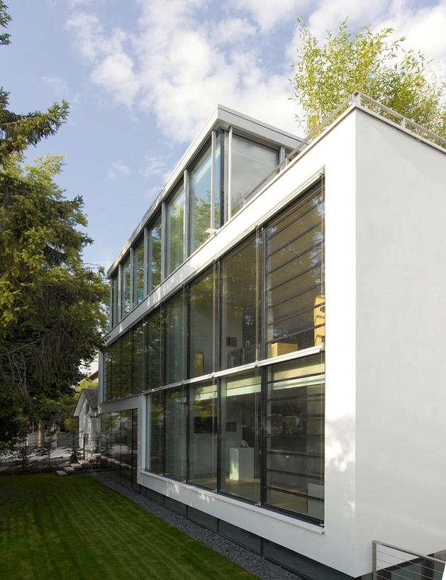 energy-optimized-house-with-roof-terrace-louver-windows-exterior-window-shatters-and-elevator-3.jpg