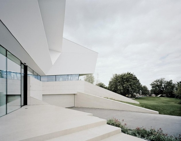 futuristic-home-with-multi-faceted-shape-and-minimalist-aesthetic-4.jpg