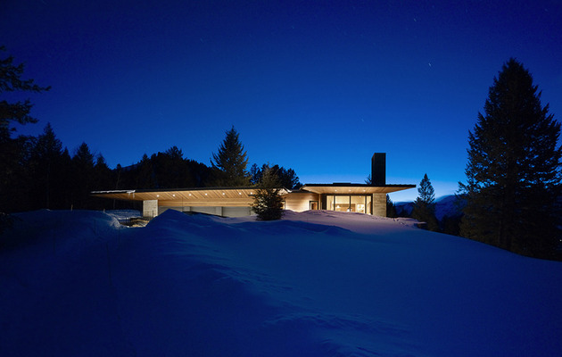 house-artist-studio-softly-curving-roofline-20-snow.jpg