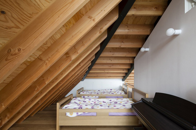 japanese-house-with-hipped-glass-roof-13.jpg