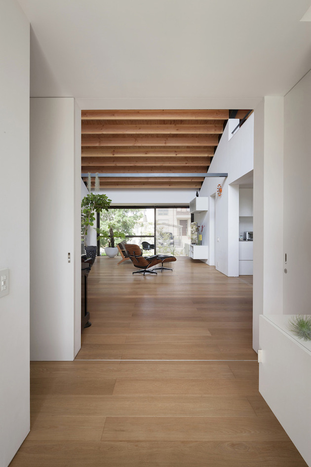 japanese-house-with-hipped-glass-roof-5.jpg
