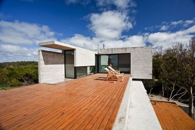 low-maintenance-concrete-beach-house-18-terrace.jpg
