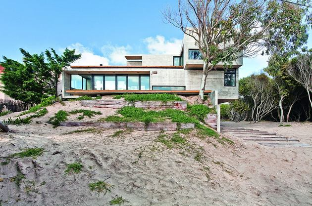 low-maintenance-concrete-beach-house-27-dune.jpg