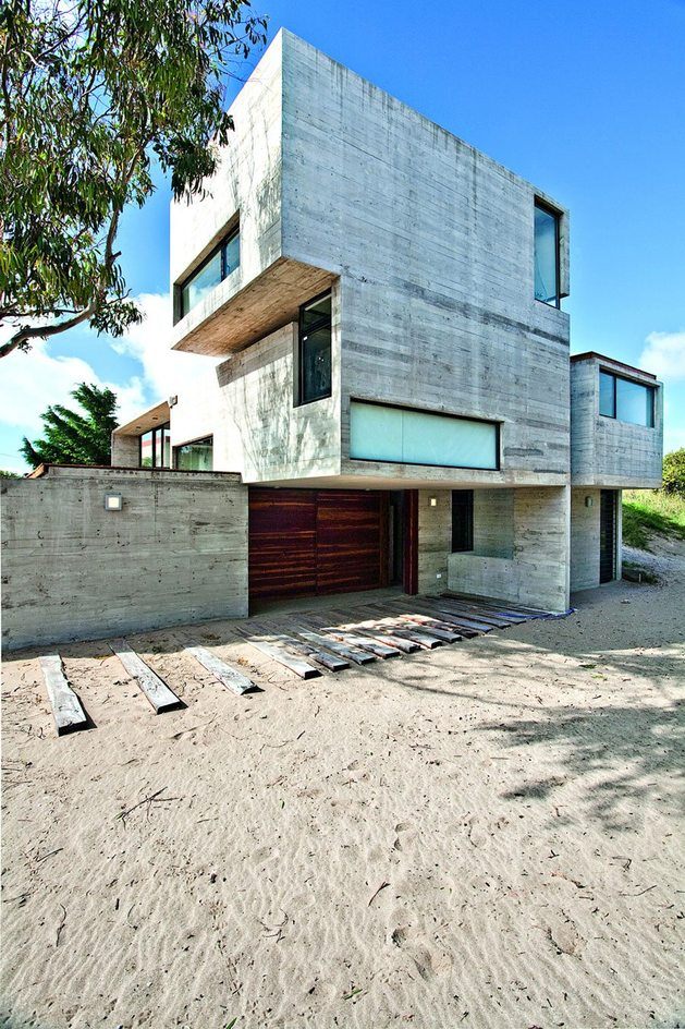low-maintenance-concrete-beach-house-3-driveway.jpg