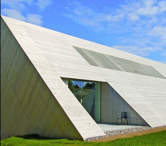 minimalist-home-unique-interpretation-gabled-roof-3-deck.jpg