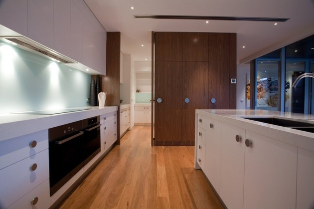modernist-house-with-classic-stereo-cabinet-inspired-wood-volume-10.jpg