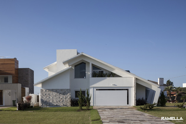 pitched-roofline-house-morphs-angled-facade-22-entry.jpg