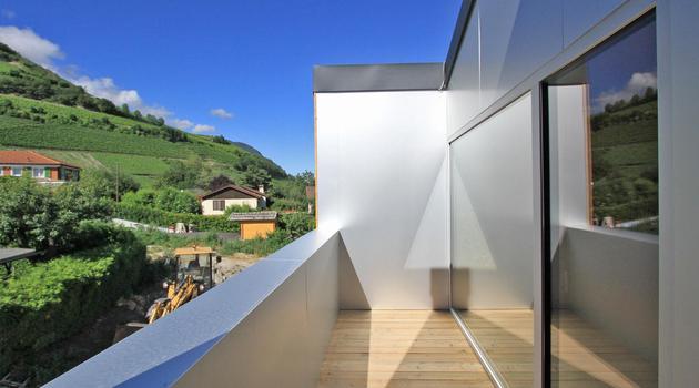 pre-fabricated-house-painted-osb-panels-8-deck.jpg