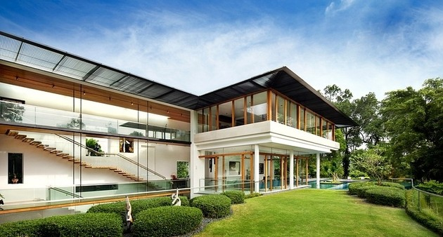 rooftop lawn house with huge glass walls 1 lawn looking forward thumb 630xauto 35334 Rooftop Lawn House With Huge Glass Walls