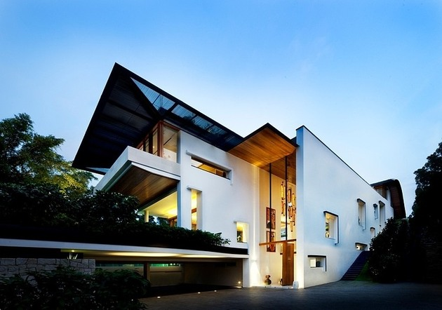 rooftop lawn house with huge glass walls 2 entrance thumb 630xauto 35336 Rooftop Lawn House With Huge Glass Walls