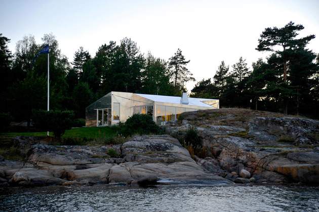 small seaside cabin clad aluminum 1 site thumb 630xauto 33728 Aluminum Cabin by Arkitekter MNAL