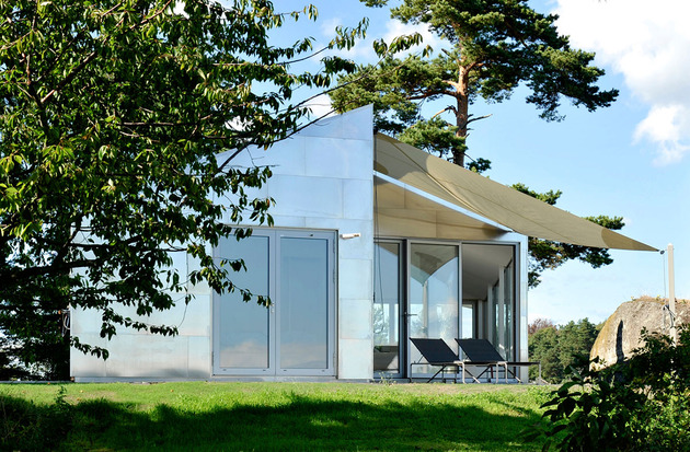 small-seaside-cabin-clad-aluminum-3-roofline.jpg