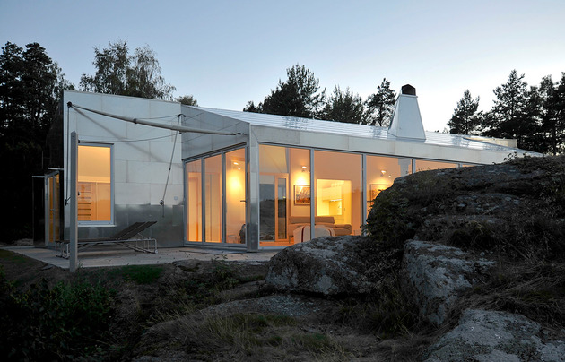 small-seaside-cabin-clad-aluminum-4-glazings.jpg
