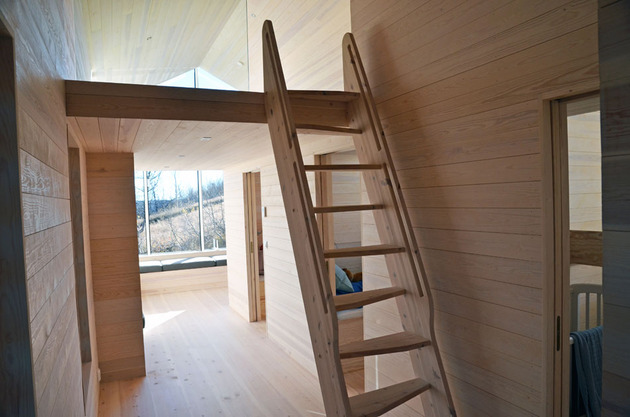split-level-mountain-lodge-divides-4-directions-12-mezzanine.jpg