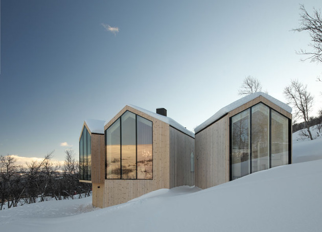 split-level-mountain-lodge-divides-4-directions-15-exterior.jpg