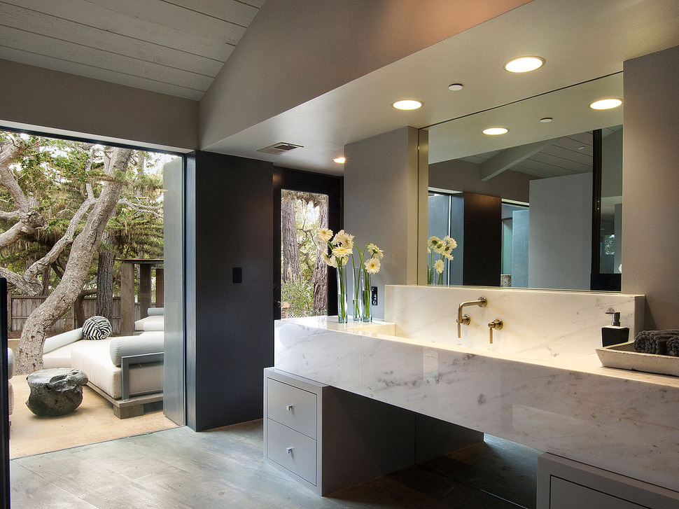 Updated mid century home with private 2 tier courtyard for Master bathroom ensuite