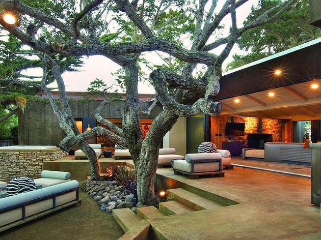 updated-mid-century-home-private-2-tier-courtyard-21-courtyard.jpg