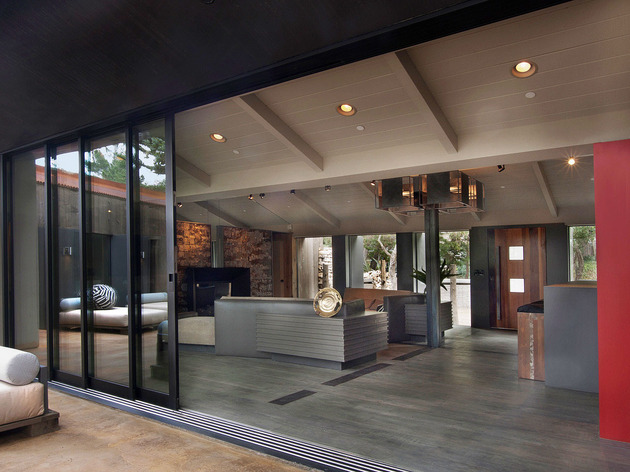 updated-mid-century-home-private-2-tier-courtyard-22-courtyard-access.jpg
