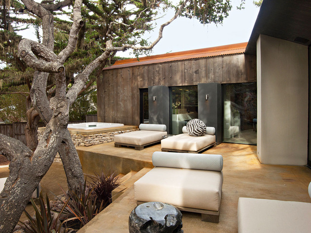 updated-mid-century-home-private-2-tier-courtyard-24-hot-tub.jpg