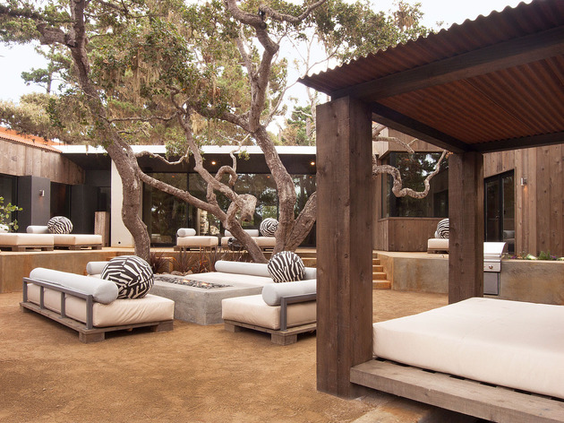 updated-mid-century-home-private-2-tier-courtyard-27-outdoor-bed.jpg