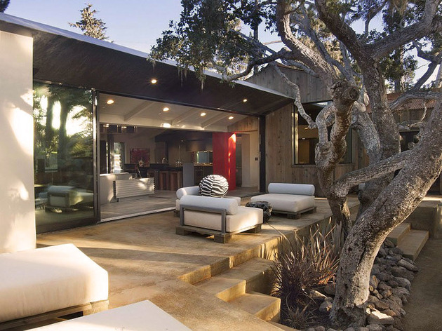 updated-mid-century-home-private-2-tier-courtyard-29-courtyard.jpg