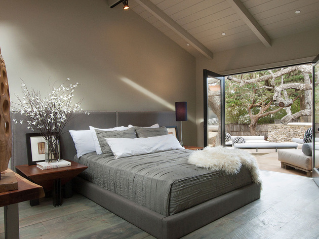 updated-mid-century-home-private-2-tier-courtyard-8-guest-bed.jpg
