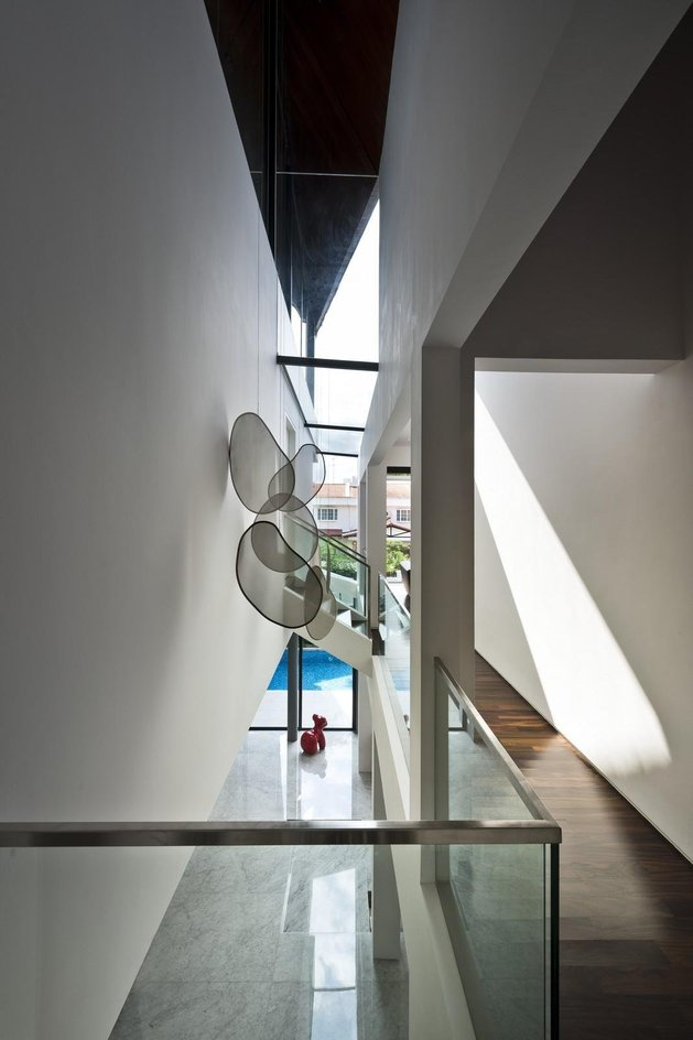 angles-colour-blocking-pool-features-home-expansion-10-mezzanine.jpg