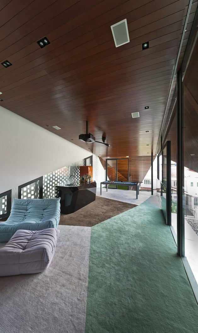 angles-colour-blocking-pool-features-home-expansion-13-upstairs.jpg