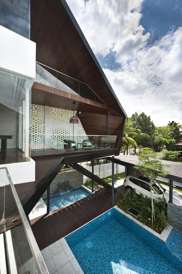 angles-colour-blocking-pool-features-home-expansion-15-bedroom-deck.jpg