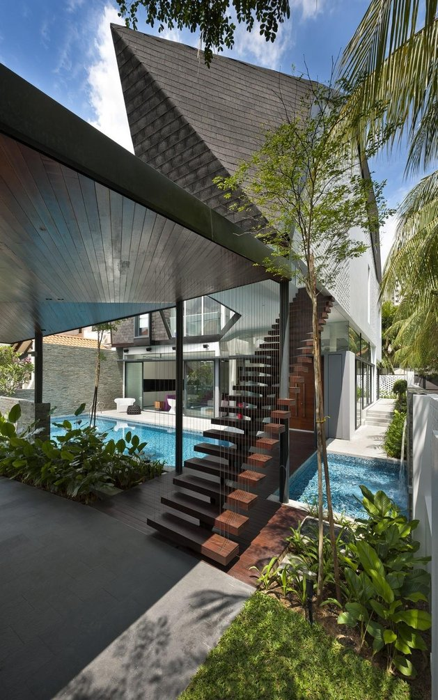 angles-colour-blocking-pool-features-home-expansion-5-stairs.jpg