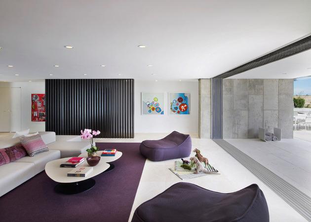 bbs-panel-home-poolside-terrace-borders-beach-30-family.jpg
