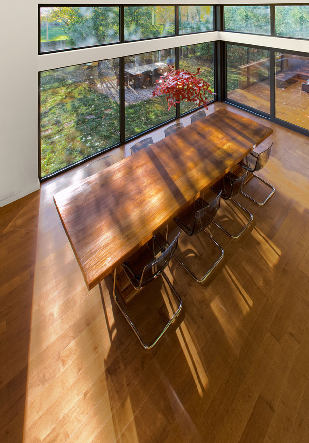 colour-wood-bring-outdoor-atmosphere-into-home-6-dining-table.jpg