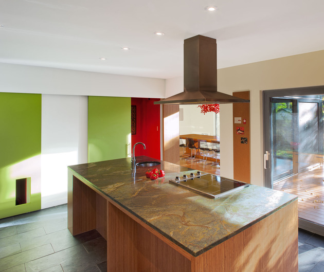 colour-wood-bring-outdoor-atmosphere-into-home-8-kitchen.jpg