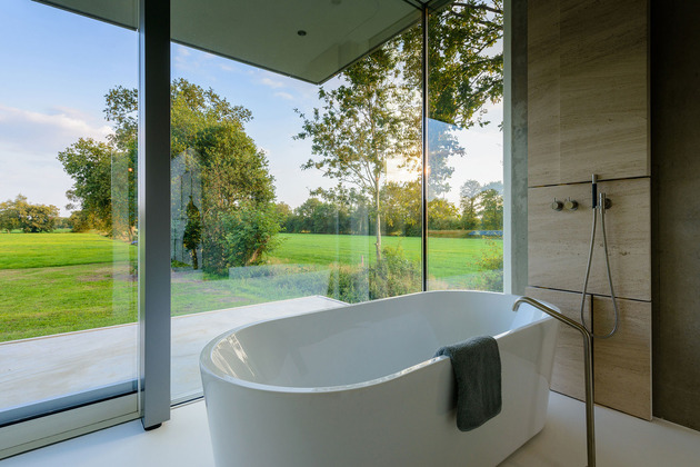 concrete-home-walls-glass-private-pasture-14-bathtub.jpg