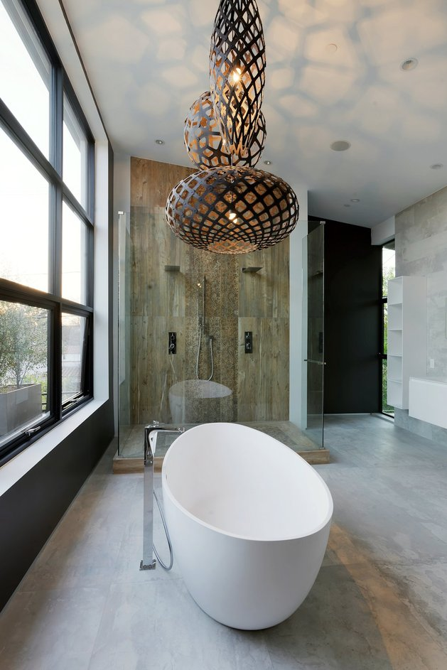 contemporary-home-pool-black-white-iterior-32-master-ensuite.jpg