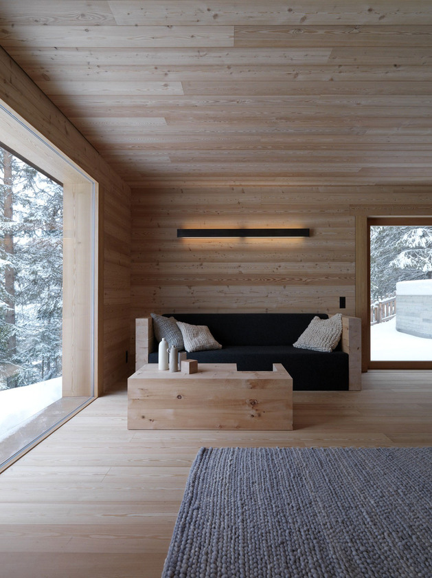 cozy-mountain-cabin-can-open-to-elements-4-living.jpg