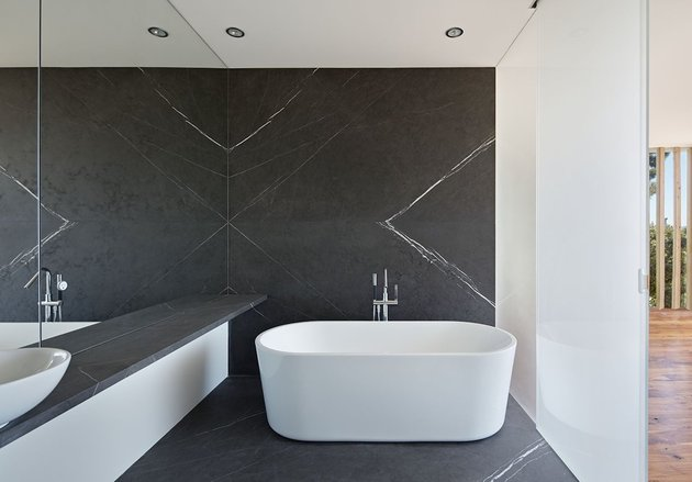 garage-upper-deck-connects-glass-home-slope-20-bathroom.jpg